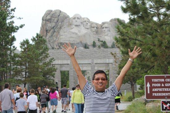 Mount Rushmore National Memorial: Mt Rushmore behind me