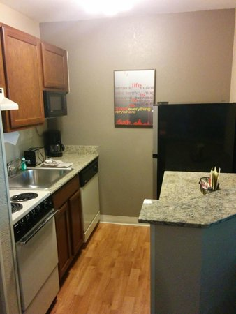 TownePlace Suites Greenville Haywood Mall: Kitchen