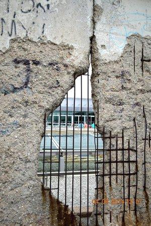 Memorial of the Berlin Wall : WALL