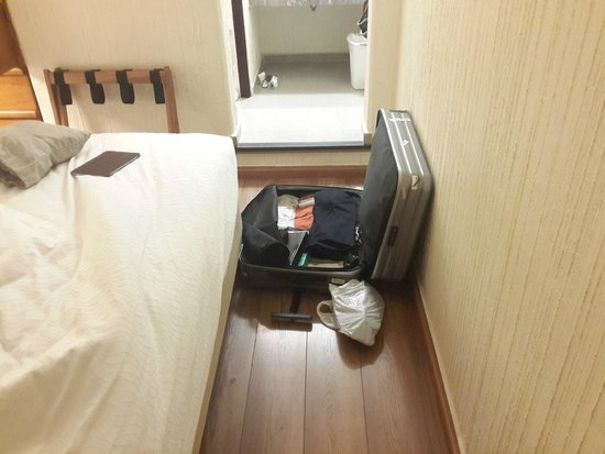 Hotel Abu: Could not even open the bag properly
