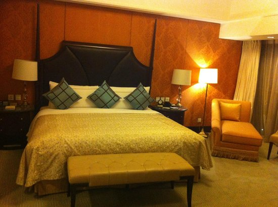 Shangri-La Hotel,Xian: Perfect bed in the suite