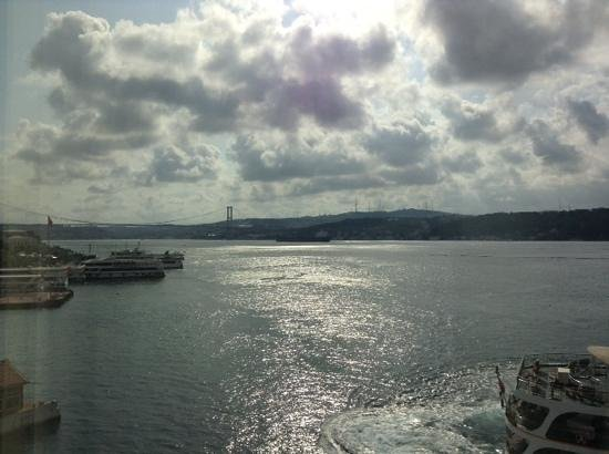 Shangri-La Bosphorus, Istanbul: A beautiful view of Bosforo from the window