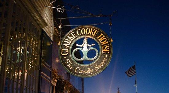 Clarke Cooke House: signage