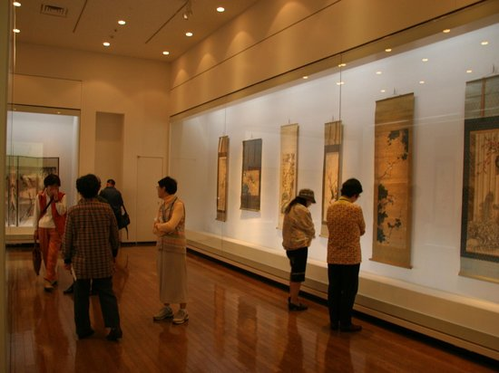 Nagasaki Museum of History and Culture: 常設展示室(「美術展示室」 館所蔵の美術工芸品を紹介しています)