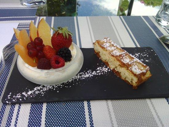 Manoir de la Roseraie : Crème de fromage blanc aux fruits frais.