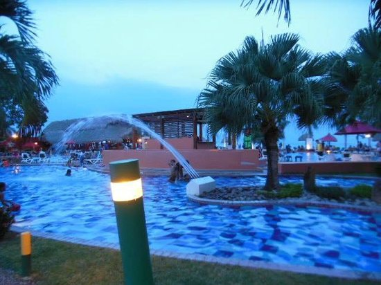 Royal Decameron Beach Resort, Golf & Casino : One of the many swimming pool