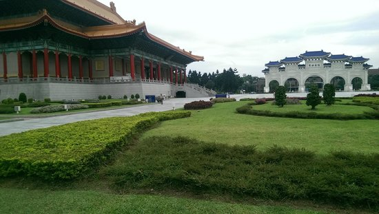 Chiang Kai-Shek Memorial Hall: View from the central square