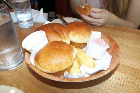 Maddox Ranch House Restaurant: Melt in your mouth rolls