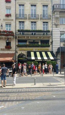 L'Entrecôte : La fameuse file devant le restaurant!
