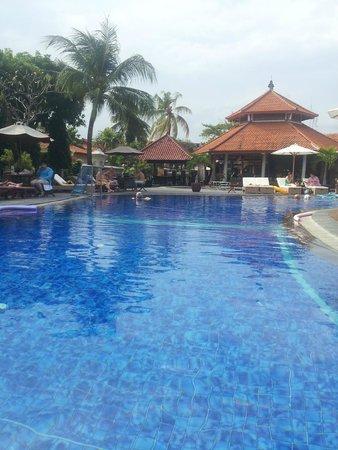 Kuta Beach Club Hotel : pool