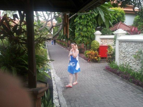 Kuta Beach Club Hotel: grounds