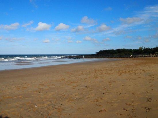 Bargara Beach Caravan Park : Beach adjacent