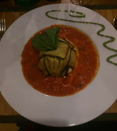 Inn Bufalito Taverna Mediterranea: Aubergines with mozzarella and tomato sauce