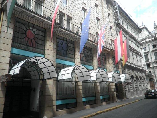 K+K Hotel Opera: Hotel Frontdoor