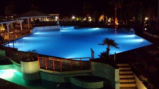 Golden Coast Beach Hotel: Poolen