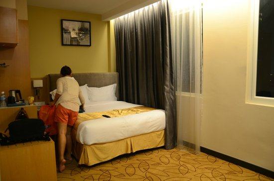 Metro Hotel : Comfy and big bed
