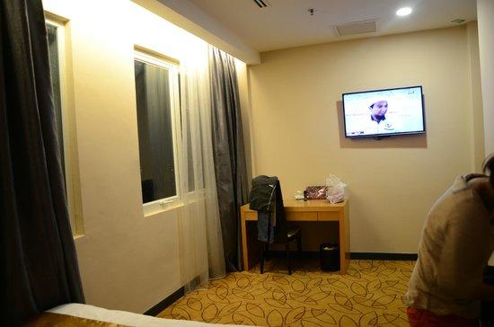 Metro Hotel : LCD TV.