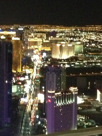 Top of the World Restaurant at the Stratosphere : Restaurant with a view  Outstanding food with stunning views, book in about an hour before sunse