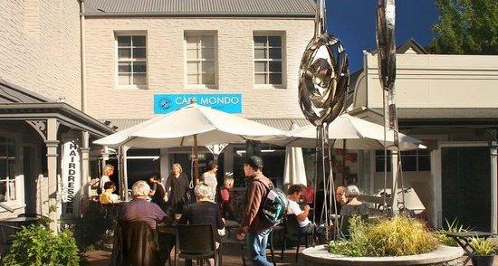 Cafe Mondo: Outside courtyard