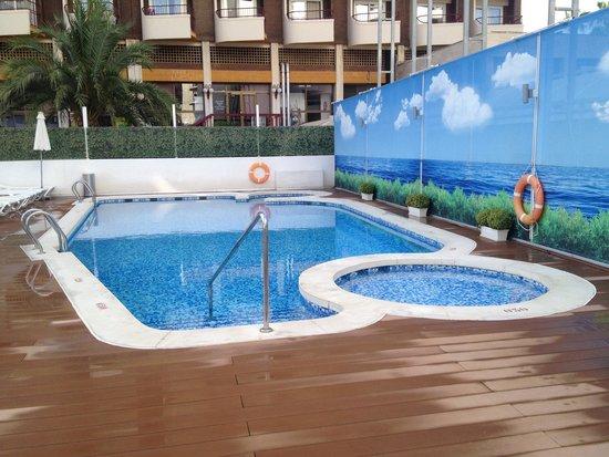 Riviera Beachotel: Muy pequeña y poco sol. Que pena!!!��