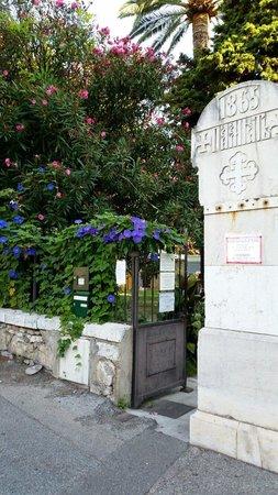 Cathédrale Orthodoxe Russe Saint-Nicolas de Nice : Entrance  to the courtyard