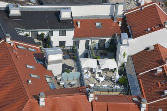 Hotel Suitess zu Dresden: Blick vom Turm der Frauenkirche auf die Hotelterrasse