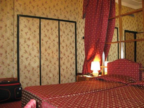 Grand Hotel Ritz: Всроенный шкаф