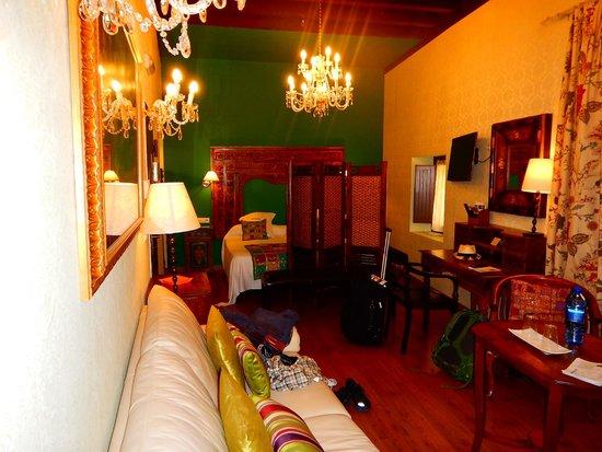 El Rey Moro Hotel Boutique Sevilla : Second of two views of the bedroom suite