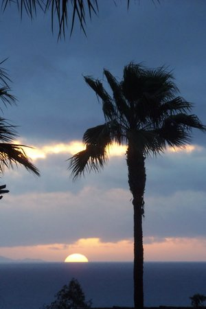 Marriott's Newport Coast Villas: Beautiful sunset after the rain passed