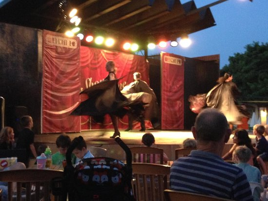 Zafiro Menorca: Evening entertainmnet