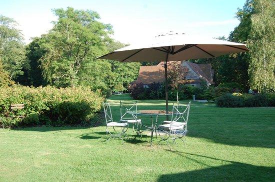 Najeti Hôtel Château Cléry : Le jardin