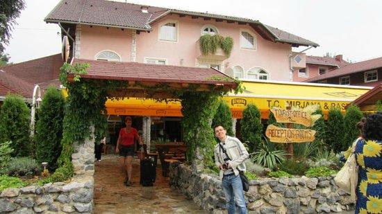 Hotel Mirjana & Rastoke: open restaurant