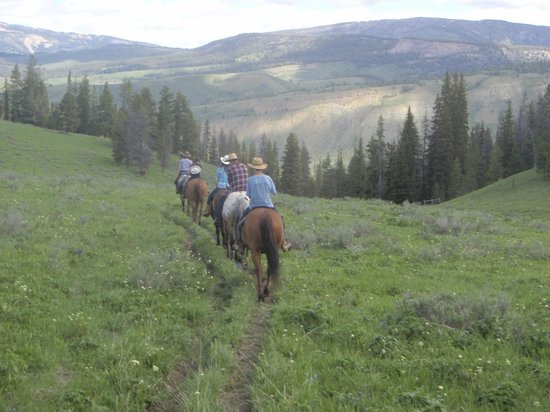 Nine Quarter Circle Ranch: Morning ride in an alpine valley