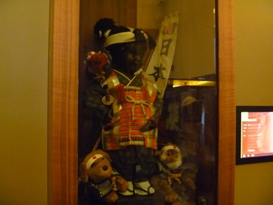 Museum of the City of Brussels (Musee de la Ville de Bruxelles) : 「桃太郎」姿の小便小僧