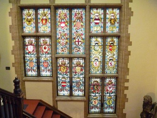 Museum of the City of Brussels (Musee de la Ville de Bruxelles) : 階段のステンドグラス