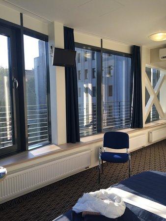 Kaunas City Hotel: La chambre située au premier étage au bout du couloir à une vue magnifique sur l'avenue principa