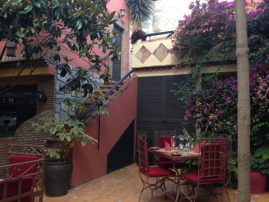 El Figon: The courtyard