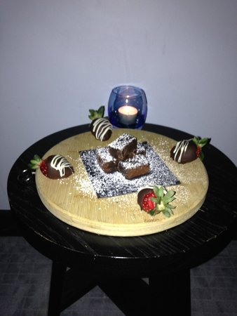 Spicers Balfour Hotel: chockies with turndown service