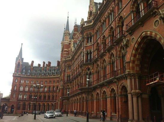 St. Pancras Renaissance Hotel London: Beautiful Architecture