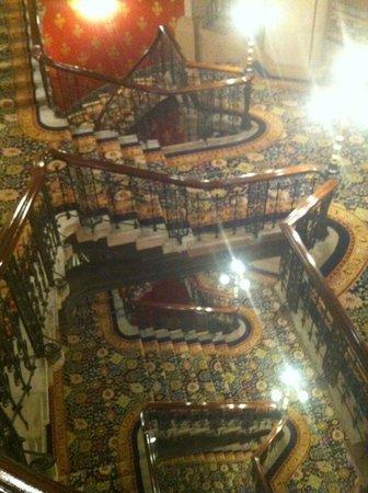 St. Pancras Renaissance Hotel London: Ornated Staircase