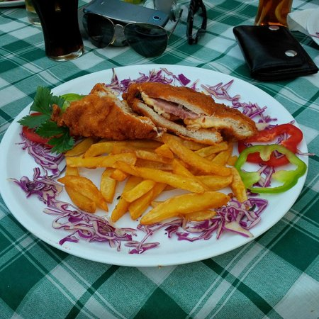 Monarchia Restaurant: Gordon blue - meat was hard and overfried , fries were almost cold