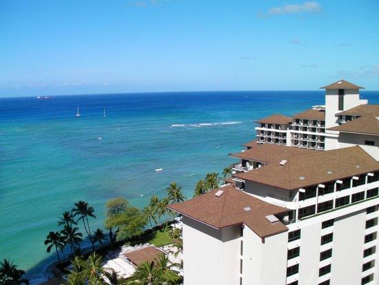 Waikiki Parc Hotel: ハレクラニ越しの海