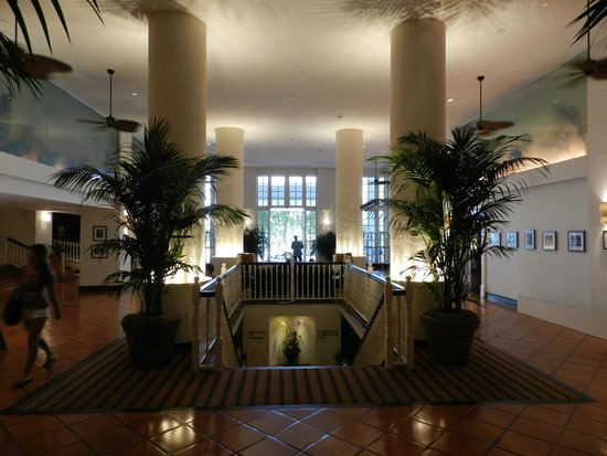 The Palms Hotel & Spa: lobby area