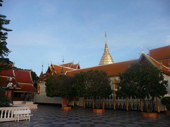 Lanna Kingdom Tours: Doi Suthep Temple