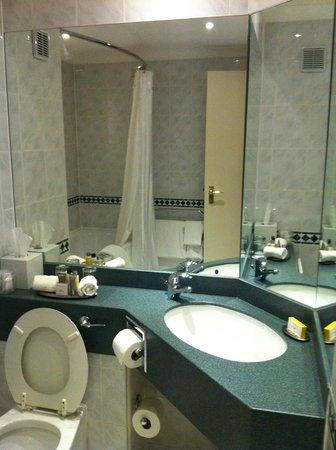 Cardiff Marriott Hotel: Big Bathroom