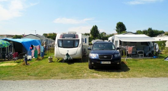 Camping Les Hautes Coutures: Very small pitches