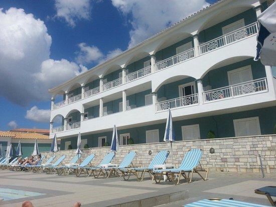 Astir Palace Hotel: Hôtel vu de la piscine