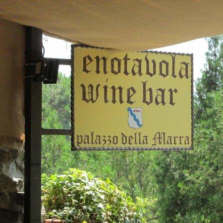Enotavola - Wine bar - Palazzo della Marra : Schild Terrassenseite