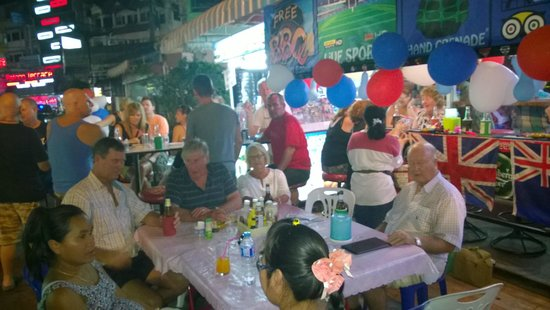 Halfway Inn (Restaurant) : Guests