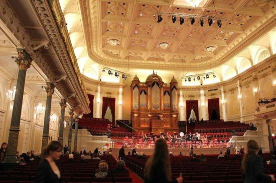 Concertgebouw: 最後部席から見た舞台